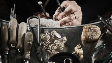 I preziosi di Bottega Orafa: ecco perché scegliere l'unicità dei gioielli artigianali.