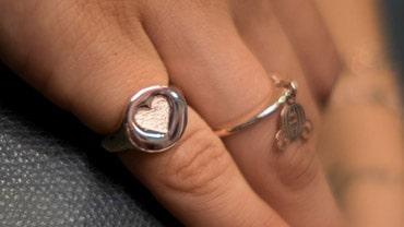Dimmi a quale dito porti l'anello e ti dirò chi sei