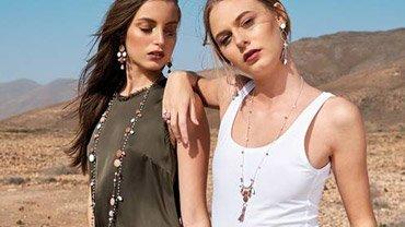 I gioielli che rispecchiano i colori dell'estate